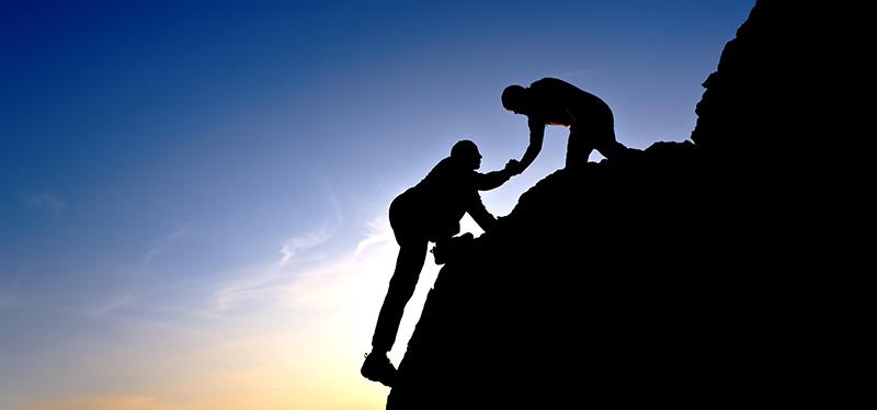 kaksi kalliokiipeilijää